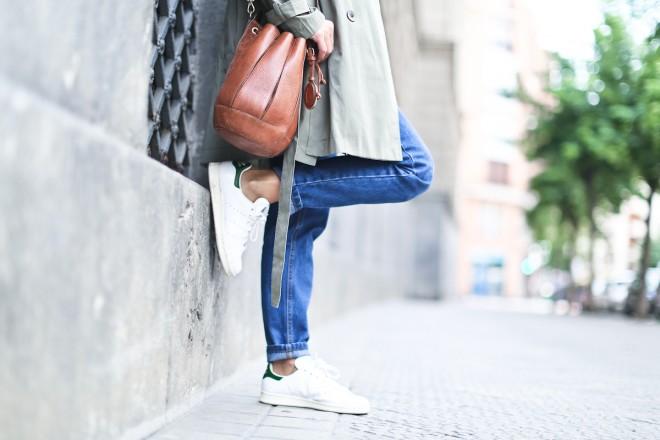 Clochet_streetstyle_chicwish_green_trench_coat_mom_jeans_bimbalola_bolso_saco-11