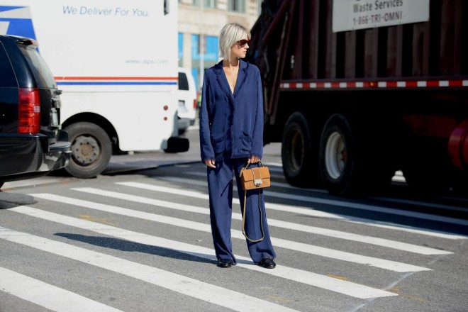 thestreetmuse_womenswear_fashion_streetstyle_photography_by_melaniegalea_in_new-york_newyork_with_muse_linda-tol_in_blue_blazer_trousers_pants_suit_sunglasses_jimmy-choo_bag_gucci_loafers-20160418504502